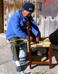 20071215193258-remendando-silla-alcaine.jpg