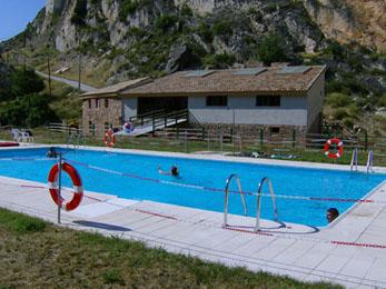 20070712222031-piscinas-de-alcaine.jpg