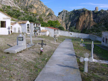 20071029232538-cementerio-de-alcaine.jpg